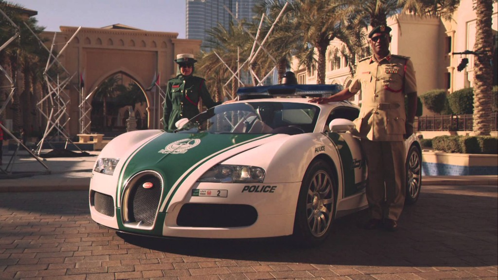 get an up close look at dubai police 2 million bugatti veyron. Black Bedroom Furniture Sets. Home Design Ideas